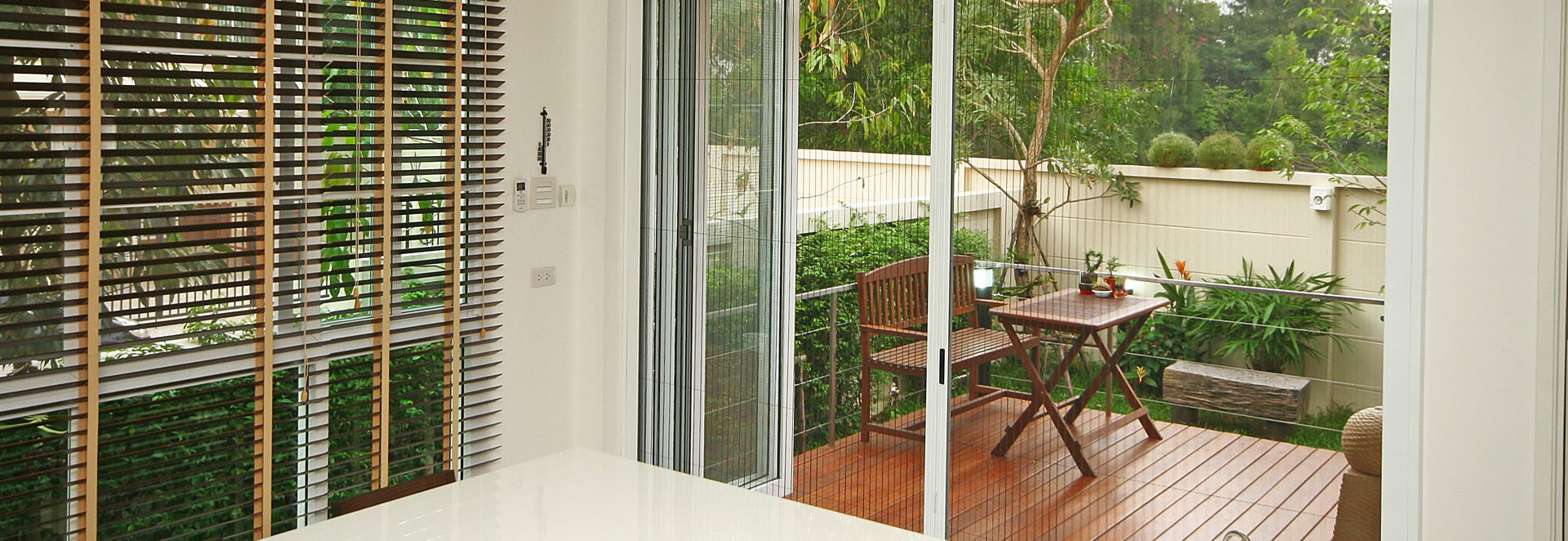 retractable screen to outdoor verandah